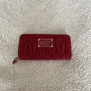 Marc by Marc Jacobs- faux tufted wallet